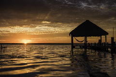 Nascer do sol em laguna Bacalar, México Fotos de Stock Royalty Free