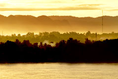 Nascer do sol em Mekong River, Tailândia Fotos de Stock