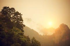 Nascer do sol em montanhas de Wudang fotos de stock royalty free