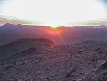 Nascer do sol em Mousa Mountain - Sinai - Egito sul foto de stock