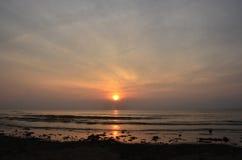 Nascer do sol em Pantai Batu Hitam Fotos de Stock Royalty Free
