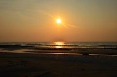 Nascer do sol em Pantai Batu Hitam Imagens de Stock