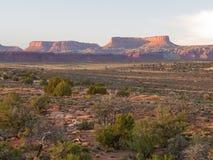 Nascer do sol em penhascos do deserto Imagem de Stock