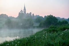 Nascer do sol em uma vila pequena do russo Imagem de Stock Royalty Free