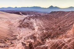 Nascer do sol em Valle de La Muerte - deserto de Atacama Foto de Stock