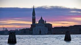 Nascer do sol em Veneza perto da igreja de San Giorgio Maggiore imagem de stock