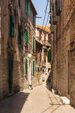 Nascer do sol europeu arruinado velho D bonito do corredor da Croácia de Sibenik fotos de stock