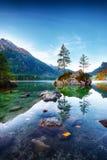 Nascer do sol fantástico do outono do lago Hintersee fotografia de stock royalty free