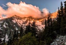 Nascer do sol impetuoso sobre Blanca Peak Colorado Rocky Mountains, Sangre de Cristo Escala fotografia de stock