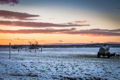Nascer do sol do inverno no campo do leste de França Fotografia de Stock