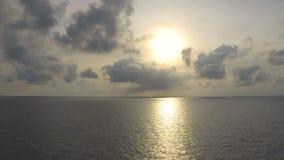 Nascer do sol do lapso de tempo com nuvem ou o céu movente filme