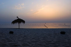 Nascer do sol lindo sobre o mar Fotografia de Stock Royalty Free