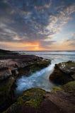 Nascer do sol litoral bonito Fotos de Stock Royalty Free