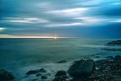 Nascer do sol longo do movimento da água da exposição fotografia de stock