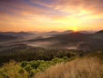 Nascer do sol máximo médio Fotos de Stock Royalty Free