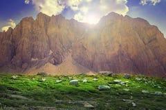 Nascer do sol magnífico no Monte Olimpo mítico em Grécia fotografia de stock royalty free