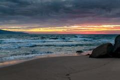 Nascer do sol na baía de Opollo, grande estrada do oceano, Victoria, Austrália fotos de stock