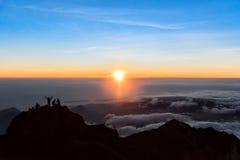 Nascer do sol na cimeira de Rinjani da montagem na manhã Console de Lombok, Indonésia Imagens de Stock
