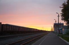 Nascer do sol na estação de comboio polar Fotos de Stock Royalty Free