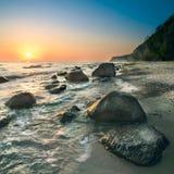 Nascer do sol na ilha Rugen em um dia brilhante fotografia de stock