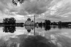 Nascer do sol na mesquita de flutuação fotografia de stock royalty free