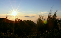 Nascer do sol na montagem Bromo, Indonésia imagem de stock