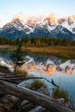 Nascer do sol na montanha grande coberto de neve da escala de Teton em Jackson Hole, Wyoming imagens de stock royalty free