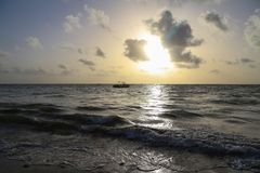Nascer do sol na praia de Bavaro, República Dominicana foto de stock