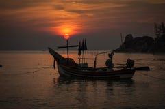 Nascer do sol na praia de Kaoseng, Songkhla, Tailândia Foto de Stock Royalty Free