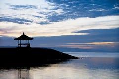Nascer do sol na praia de Sanur, Bali Fotos de Stock
