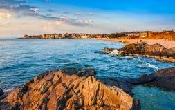 Nascer do sol na praia de Sozopol Fotos de Stock Royalty Free