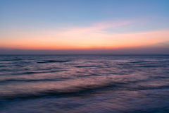 Nascer do sol na praia do oceano Foto de Stock Royalty Free