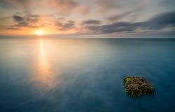 Nascer do sol na praia do EL Bobar imagens de stock