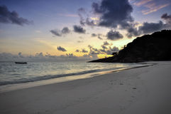 Nascer do sol na praia, ilha de Similan, Tailândia Fotografia de Stock