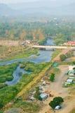 Nascer do sol na represa de Khun Dan Prakarnchon em Tailândia foto de stock