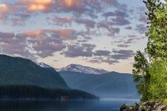 Nascer do sol nas montanhas Foto de Stock