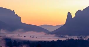 Nascer do sol nas montanhas, nascer do sol, nascer do sol colorido, sol no Imagem de Stock