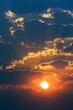 Nascer do sol nebuloso Fotografia de Stock