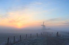 Nascer do sol nevoento imagens de stock royalty free
