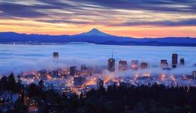 Nascer do sol nevoento de Portland Fotografia de Stock