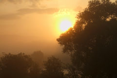 Nascer do sol no 'y Dunajec de BiaÅ poland fotos de stock
