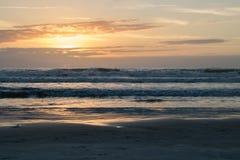 Nascer do sol no alvorecer no Oceano Atlântico em Florida imagens de stock