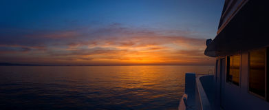 Nascer do sol no barco Fotos de Stock