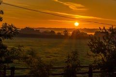 Nascer do sol no campo Imagens de Stock Royalty Free