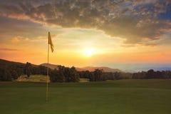Nascer do sol no campo de golfe Fotos de Stock Royalty Free