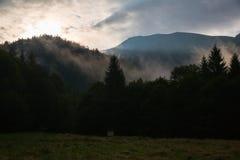 Nascer do sol no cume Marmarosy Fotografia de Stock
