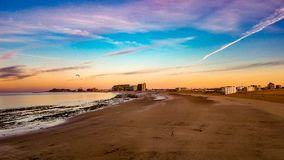 Nascer do sol no horizonte em Sandy Beach, Puerto Penasco, México Fotografia de Stock