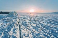 Nascer do sol no inverno Baikal Fotos de Stock Royalty Free