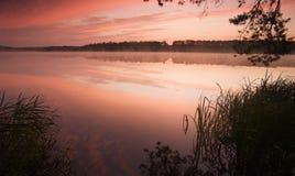 Nascer do sol no lago Fotos de Stock Royalty Free