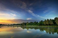 Nascer do sol no lago Imagem de Stock